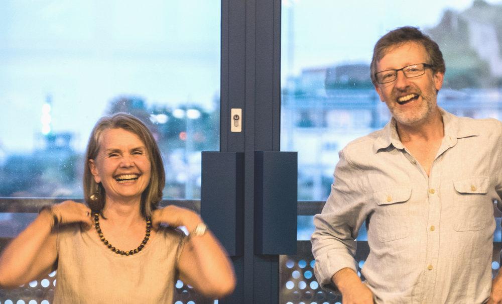 Pauline Down a Michael Harvey yn perfformio yn Newhaven
