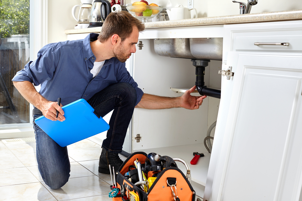 6 Emergency Situations to Call a Plumber Immediately!