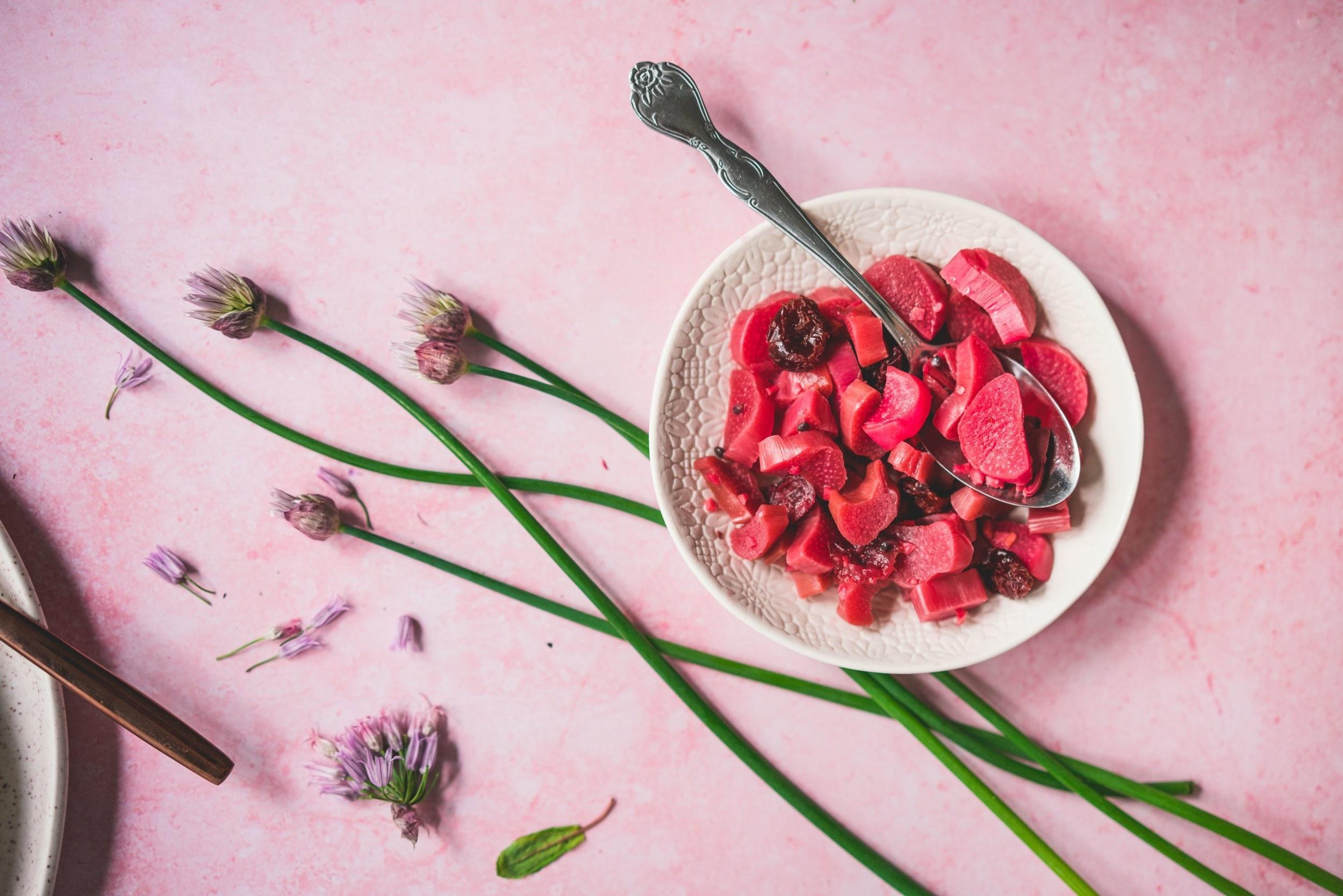 Que Faire Des Fleurs De Rhubarbe rhubarbe lacto-fermentée — pretty small vegan