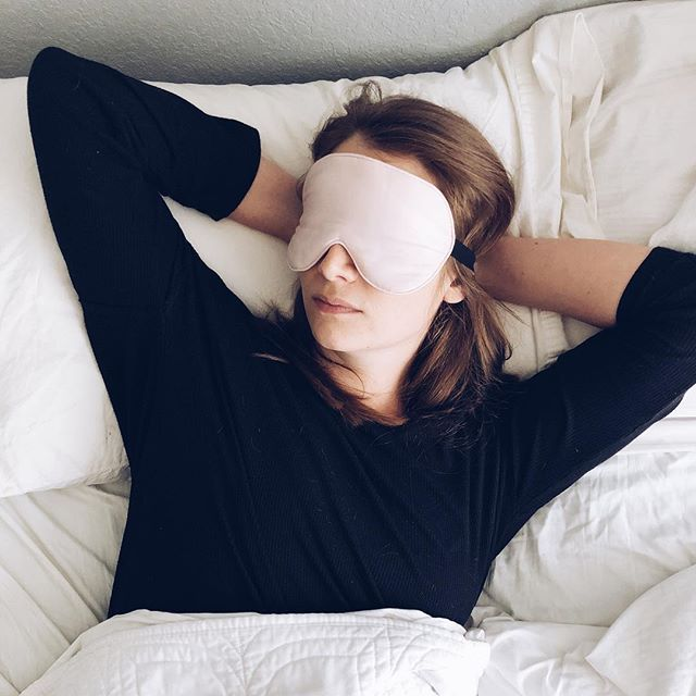Happy Sunday, everyone! Start your week off RIGHT with an actually restful night of sleep. Check out Katey's top tips for sleeping well — including advice for those of you who are post-menopause! Trust us, you'll sleep like a baby 💤 Link in bio!