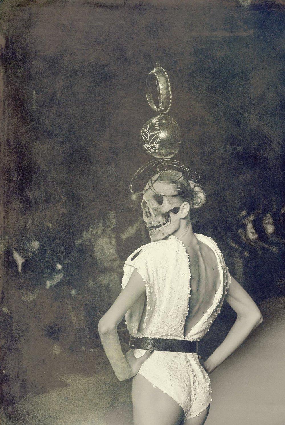 E se você curte moda, quem modelou essa coluna vertebral com toda a classe e elegância do mundo foi a Alícia Kuczman