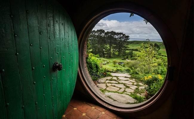 Hobbit hold door.jpg