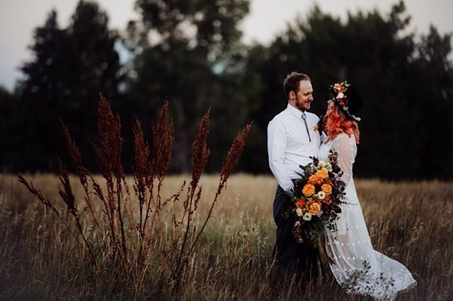 Because I can't wait any longer I'm sharing a little peek back from our elopement shoot in August🍁 Excited to share more soon! . . . . Photo by @alexkweddings  Design & Styling by #moodyblueevents  Florals by @wildblossomsstudio  Jewelry by @silverashes.co  Hair/MUA & Models @taylorrae_hair and her husband, Ryan  Sign & Vow books by @designsbysarahmeyer  Linens by @soireelinen  Rentals by @blackbirdevents_  Event Donkey by @luckypennyproductions  Cake by @thecupcakegypsies