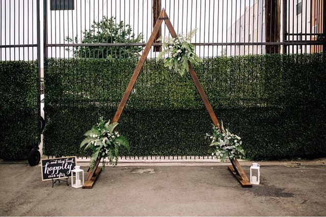 I'm just a little obsessed with urban venues! @skylight.828 in Denver is no exception. They give you such a amazing blank slate to create something so beautiful 🌆 Also, I'm in love with this amazing arch and greenery by @somethingstyledco !! Please let me know if I can help you create your dream city wedding 🍃 . . . Photo by @ashleecrowdenphoto  Arch & Florals by @somethingstyledco  Styling by #moodyblueevents