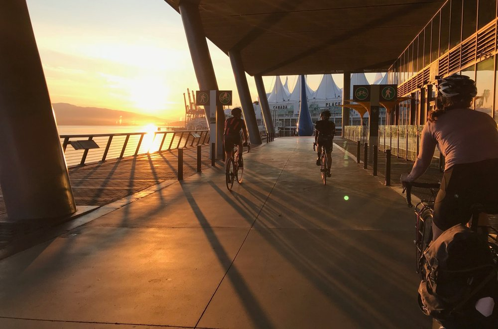 Sunrise from the Vancouver Convention Centre with  @dickmanderson  ,  @genev1eve.b  and yours truly / PHOTO:  @21NINJAS