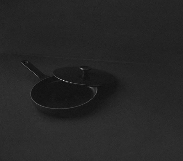 Cast-iron, the utmost Southern kitchen staple, passed down from generation to generation. All about it on the journal. Image of @crane_cookware from @stockandpantry by @_cass.photo