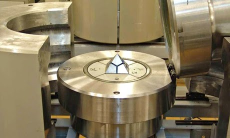 HPHT (high pressure high temperature) press