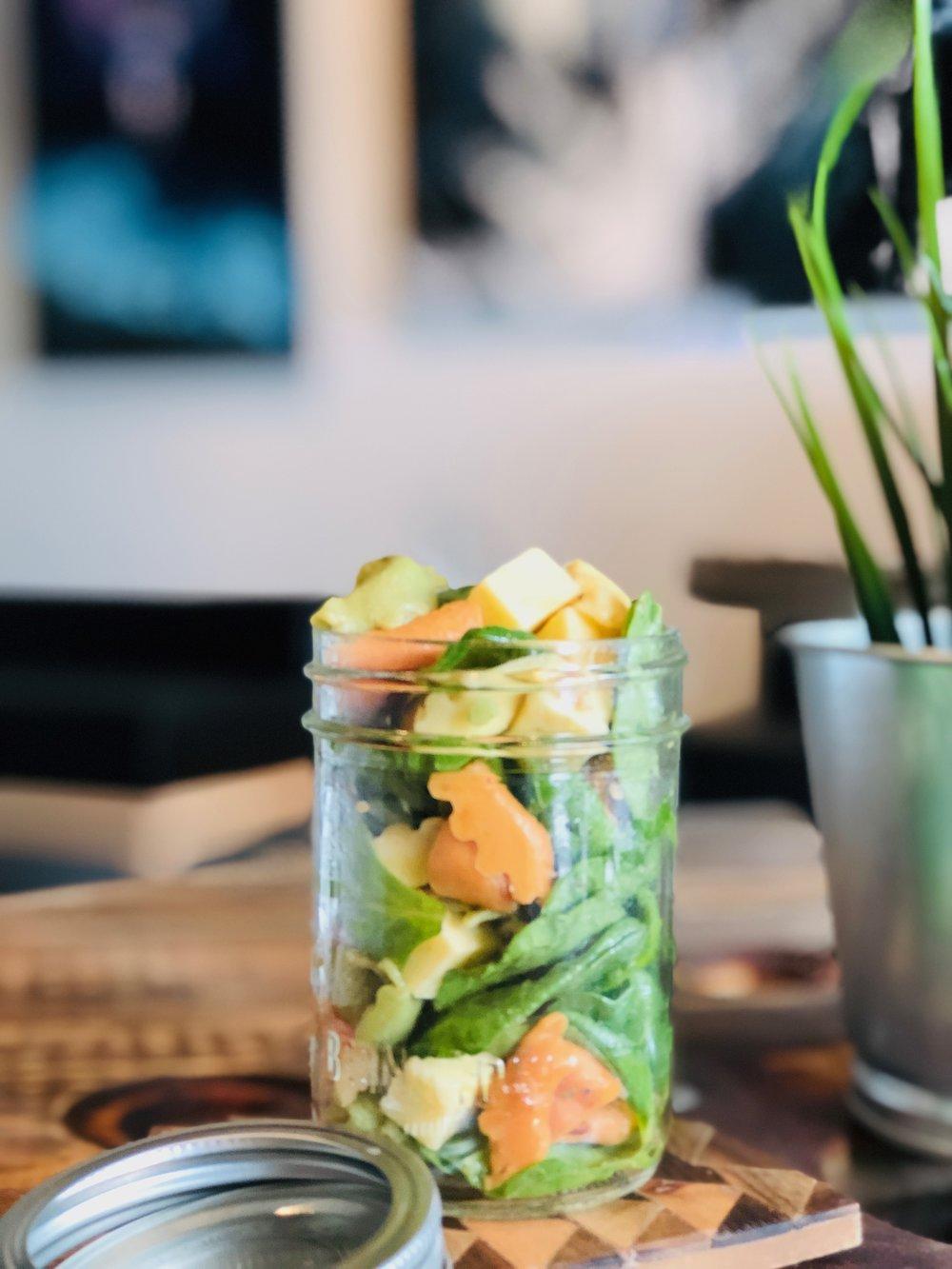 Salade d'épinards, tortellinis aux fromages, gouda sans lactose, vinaigrette maison -