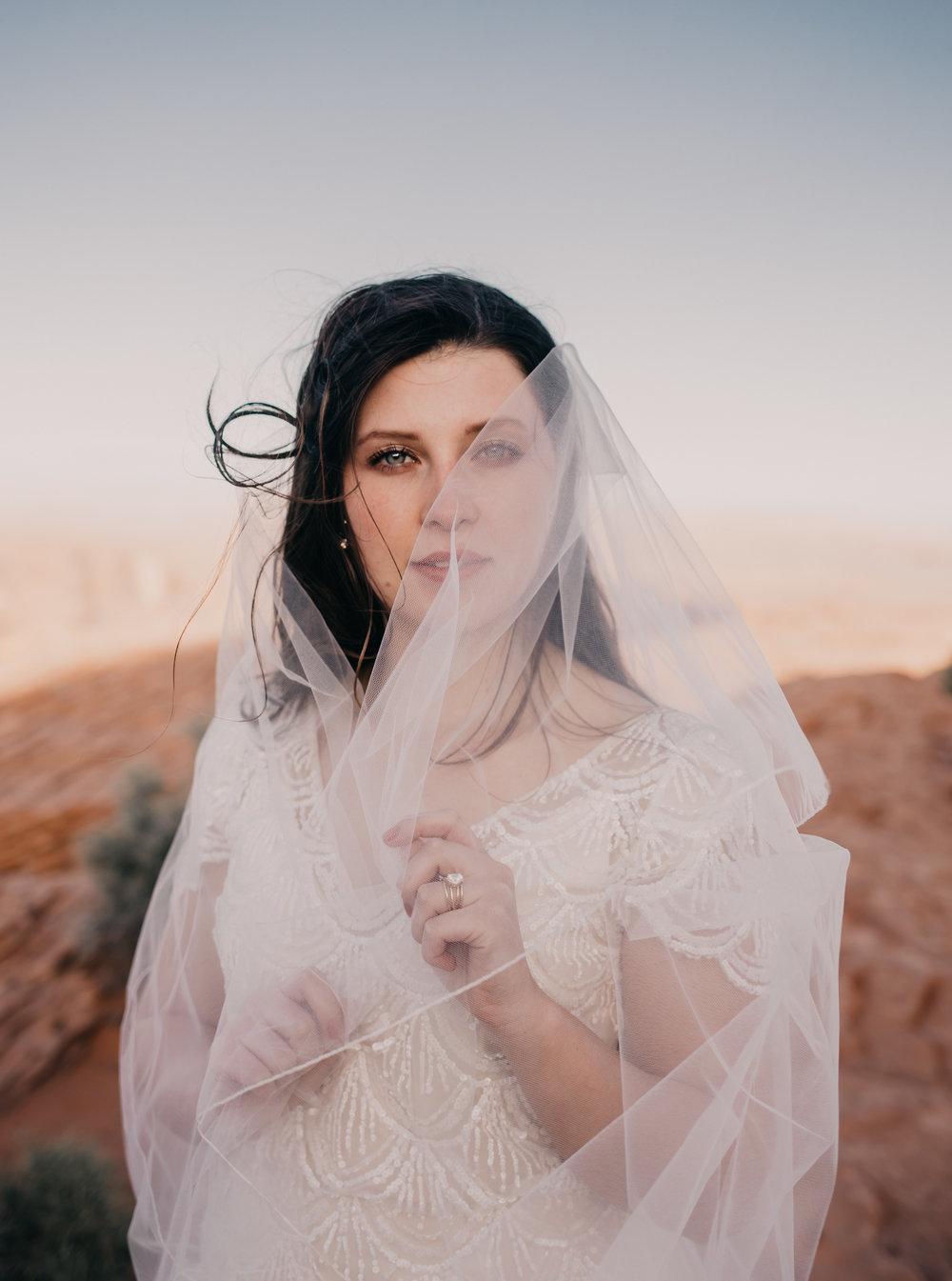 bride at horse shoe bend