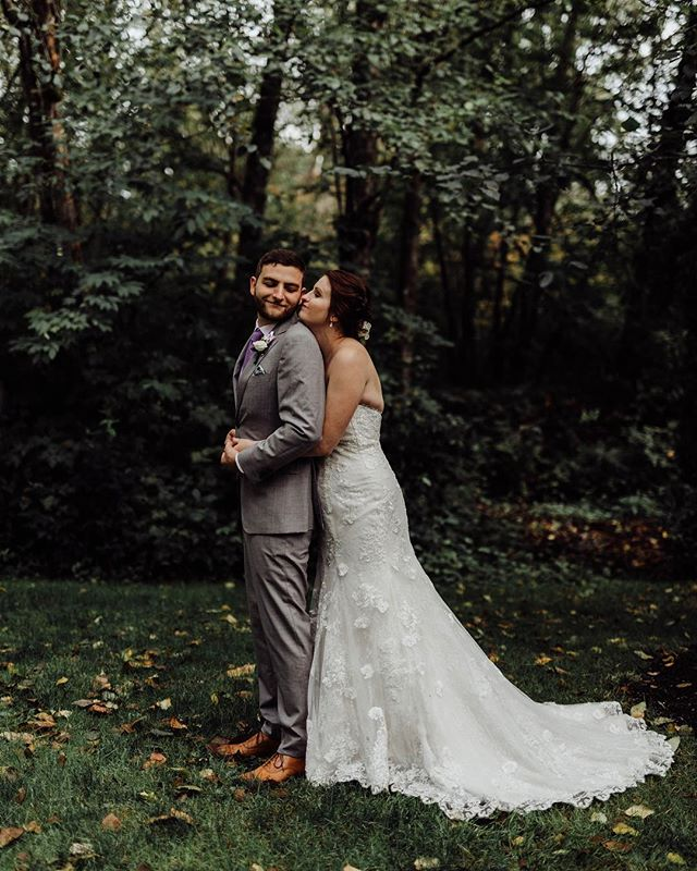 """The day I was driving to this wedding, the wind was blowing and the leaves were falling and gathering on the side of the roads and I legit got so giddy inside """"it's fall!"""". I grew up in Florida where there aren't seasons so give me a break if you think it's silly 😂 Fall is so much more exciting when you actually get to experience it (and even more so when you get married during it!)"""