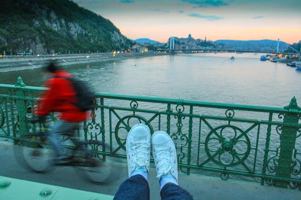 budapest-feet-libery-bridge