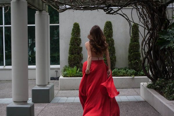 red-dress-in-the-city-turnabout-vancouver-5