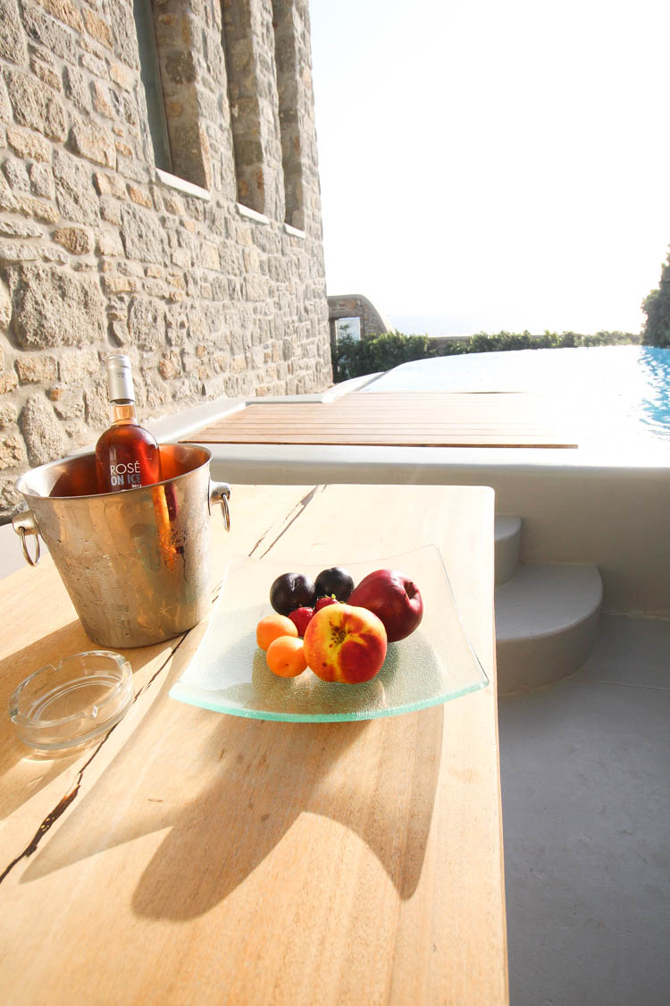 Wine and food in Mykonos at CavoTagoo
