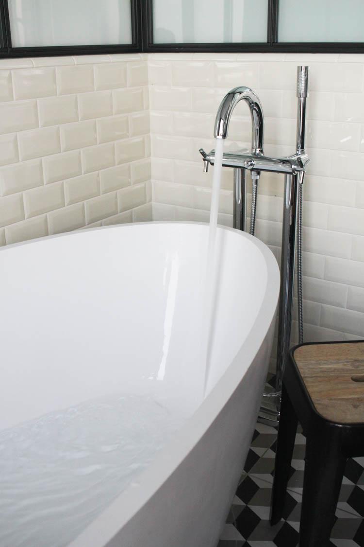 Terrass Hotel bath tub