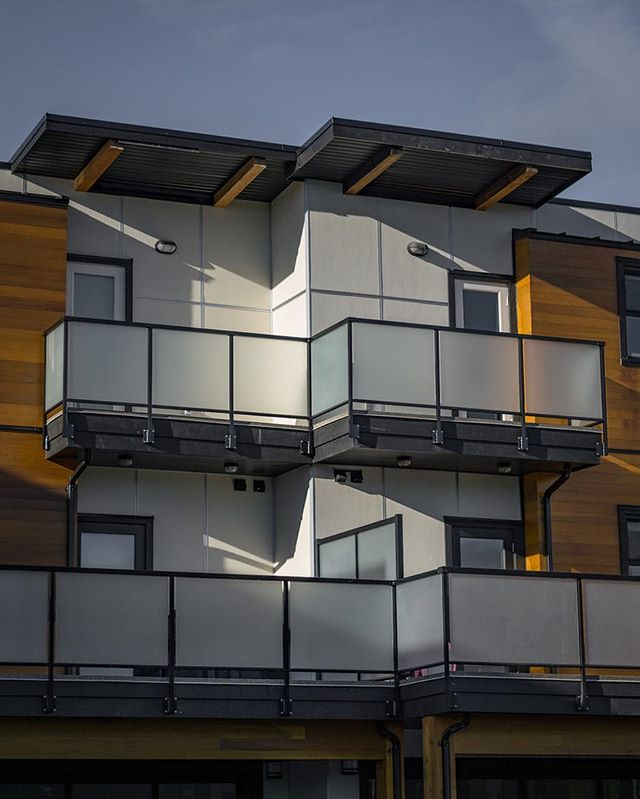 Etch frit glass railings installed by us at the Gardiners Green development in Victoria, BC. . . .  #yyjconstruction #aluminumrailing #glassrailing #glassrailings #victoriabc #yyj #newhomebuilder #powdercoating #picketrailing #stairrailing #gardencity #allglass #balcony #balconyrailing #victoriabc #opentopglass #glass #interiorglass #floatingstairs #photography #sonya6000 #colourtheory #photographer #architecture #architecturephotography #powdercoating #industrialdesign #coating #westcoast #contemporarydesign