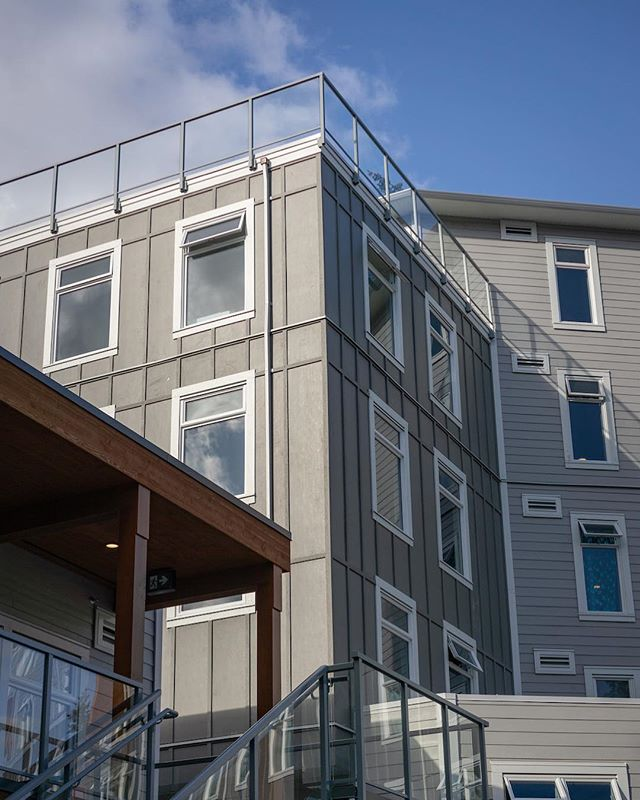 I helped our crew pull these railings up to the 6th floor of this building.  Gained a new respect for the entire install team...I was terrified! . . .  #yyjconstruction #aluminumrailing #glassrailing #glassrailings #victoriabc #yyj #powdercoating #picketrailing #stairrailing #gardencity #allglass #balcony #balconyrailing #victoriabc #opentopglass #glass #interiorglass #photography #sonya6000 #colourtheory #photographer #architecture #architecturephotography #powdercoating #industrialdesign #coating #westcoast #contemporarydesign #stunning #wow #dontlookdown #highflyers