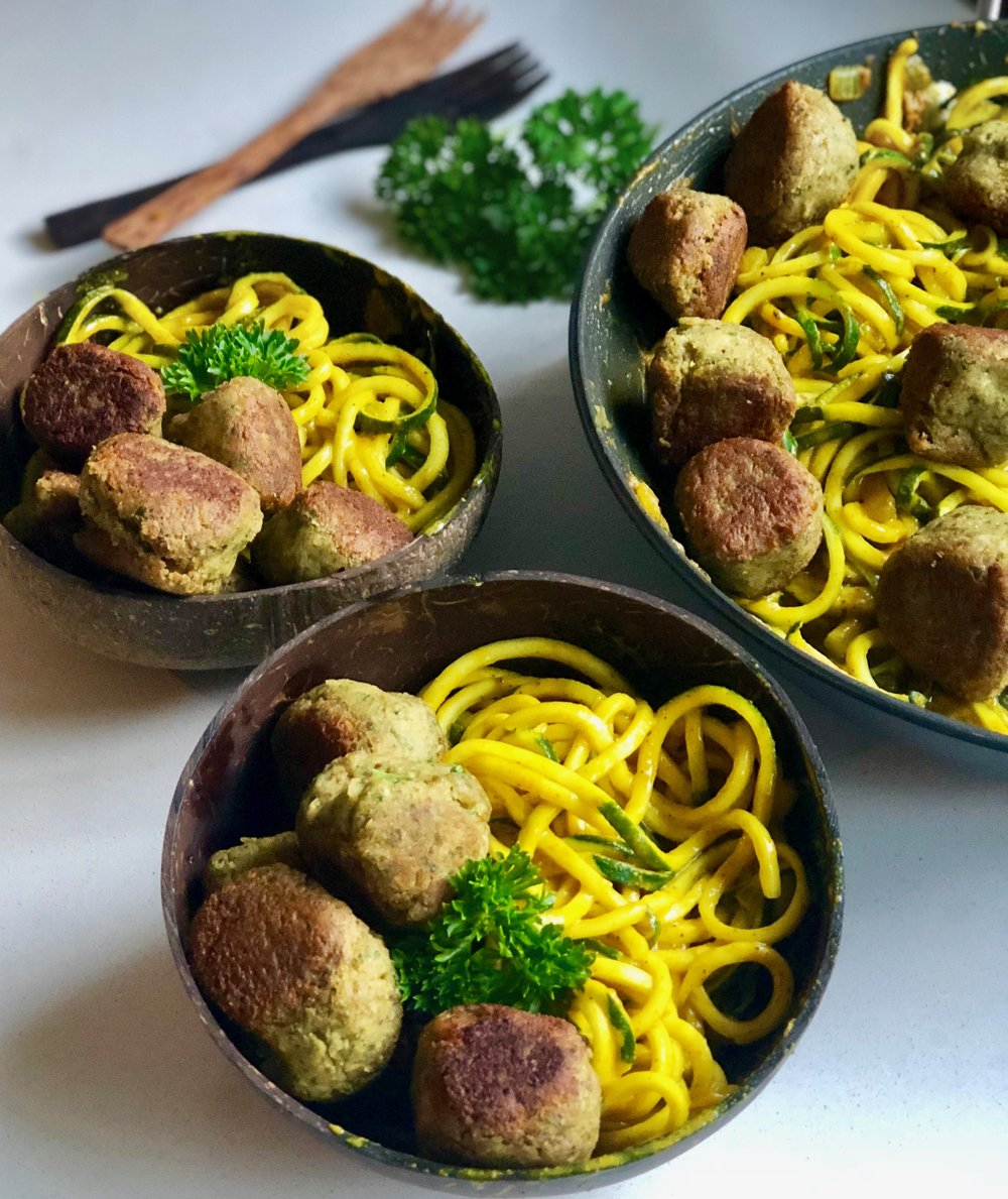Falafel Balls with Spinach Pasta