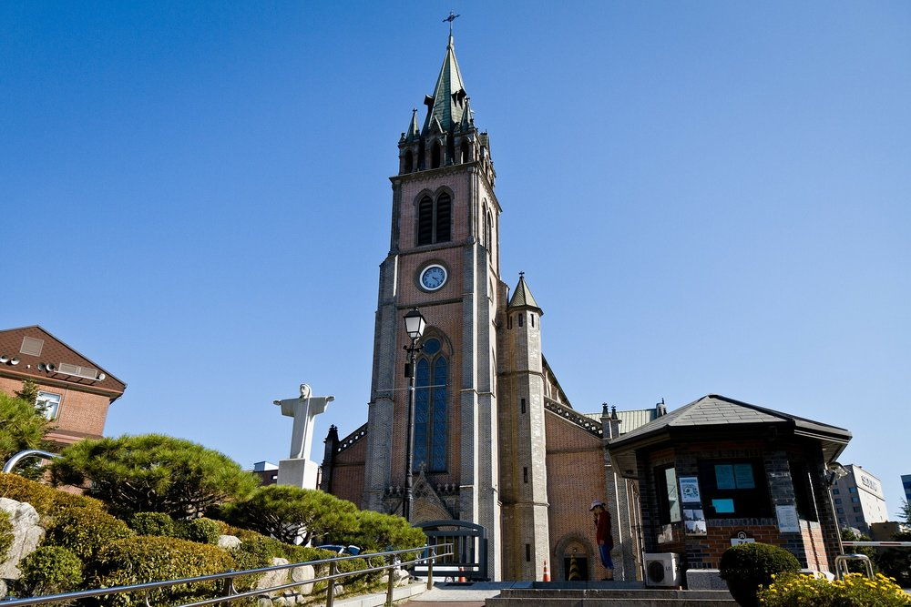 THINGS TO DO IN SEOUL - Take a snap of Myeongdong Cathedral