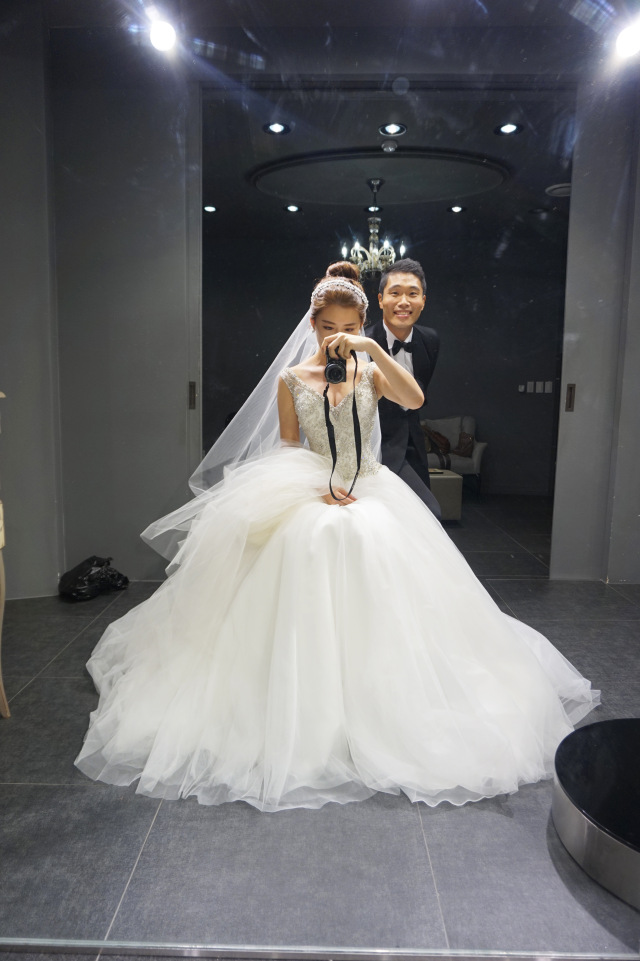 Wedding in Busan. Image credit:  Parekh Cards  ( CC by-SA 2.0 )