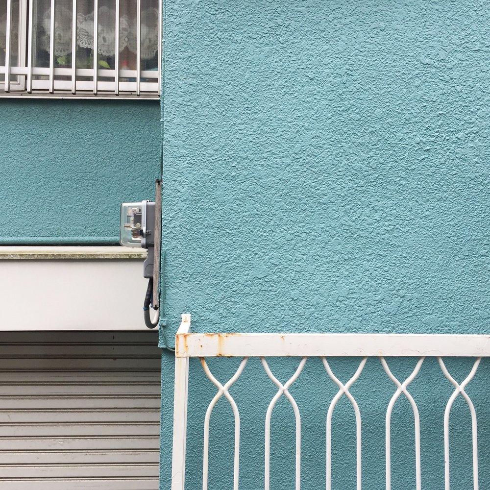 Blue wall in Shinokubo
