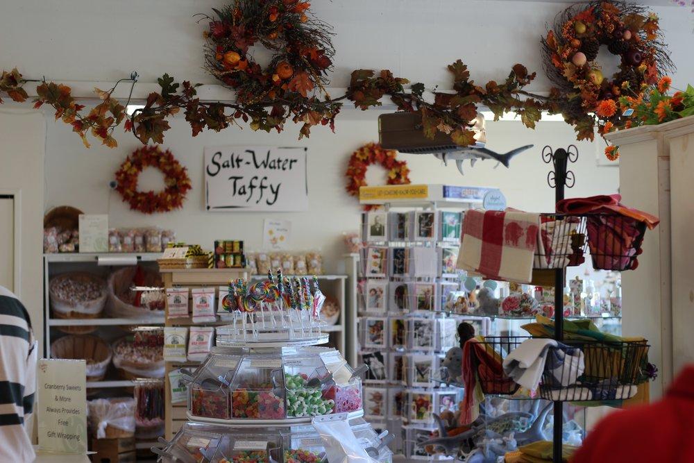 candy-store-commerce-corner-store-211458.jpg