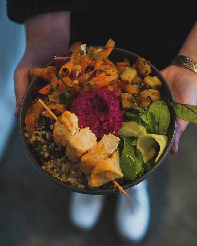 Cette semaine nos bowls sont inspirés de recettes libanaises ! 😋 #coffeeshop #rouen #coffee #cafe #bowl #buddhabowl #healthyfood #brunch #lefooding #food #brochette #bonappetit