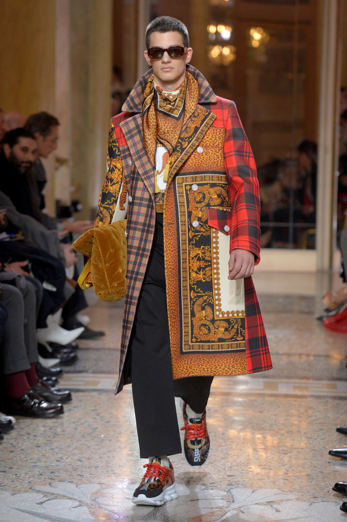versace-mens-fall-2018-milan-fashion-week-mfw-009.jpg