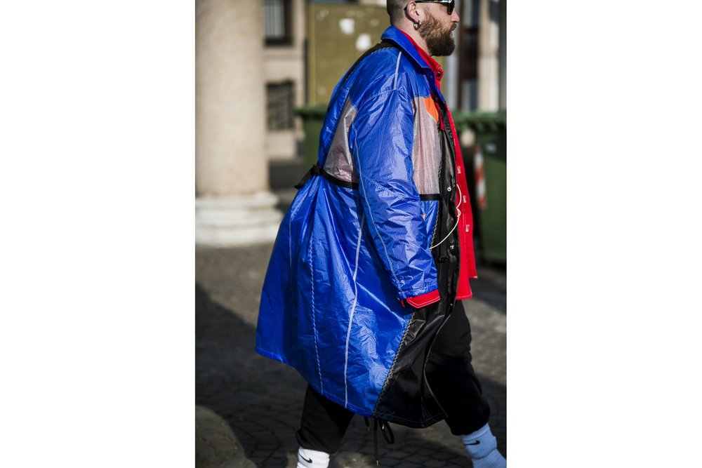 milan-fashion-week-fall-winter-2018-attendees-mixed-neutrals-and-bold-hues-for-day-2-08.jpg