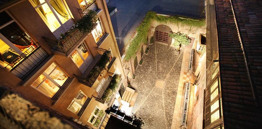 04-Bewitching-opera-nights-in-Verona-Il-sogno-di-Giulietta-cortile.jpg