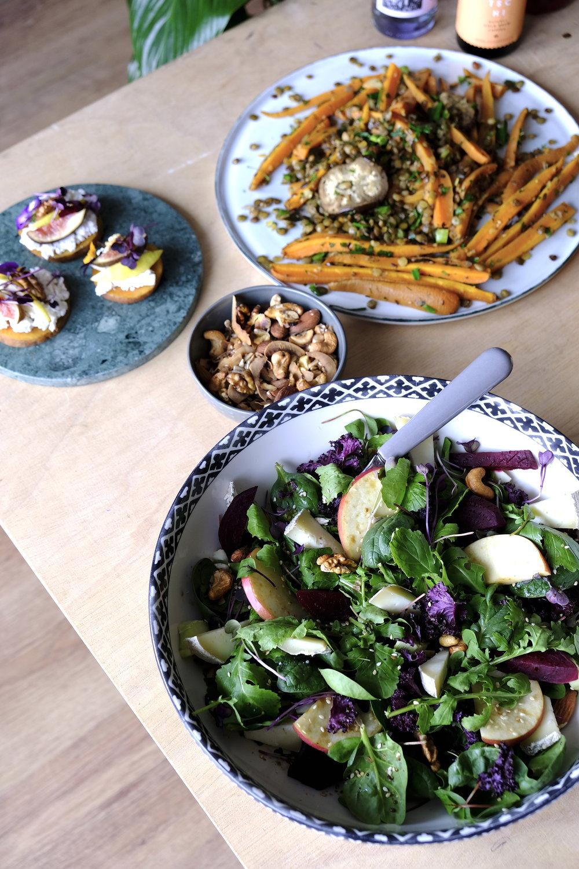 Salata rucola baby spanac sfecla nuci coapte mere pecorino cu pere_The Nature Project_Degusteria Francesca.JPG