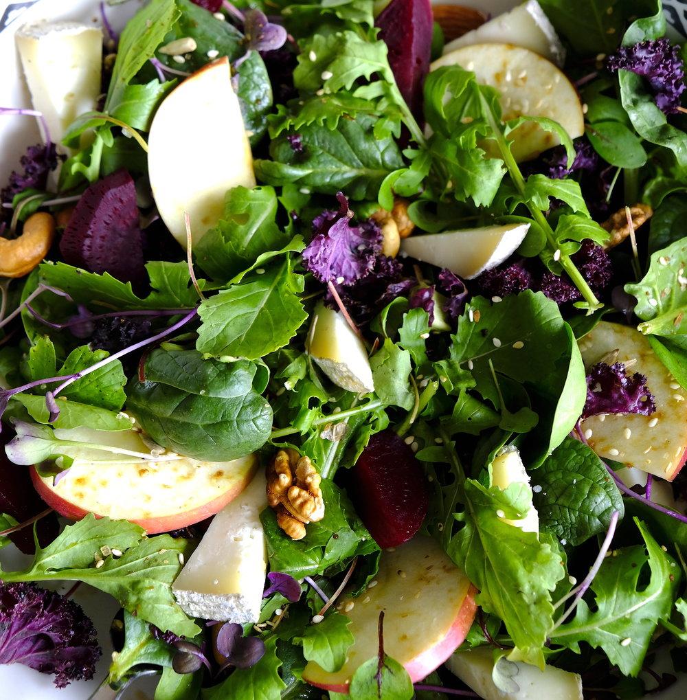 Salata mixt cu legume si fructe organice_The Nature Project.JPG