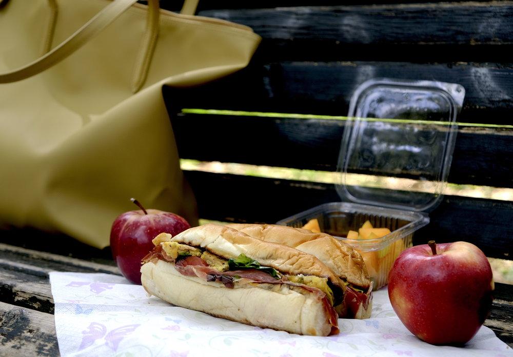 Healthy brunch pranz in parc_Roma.JPG