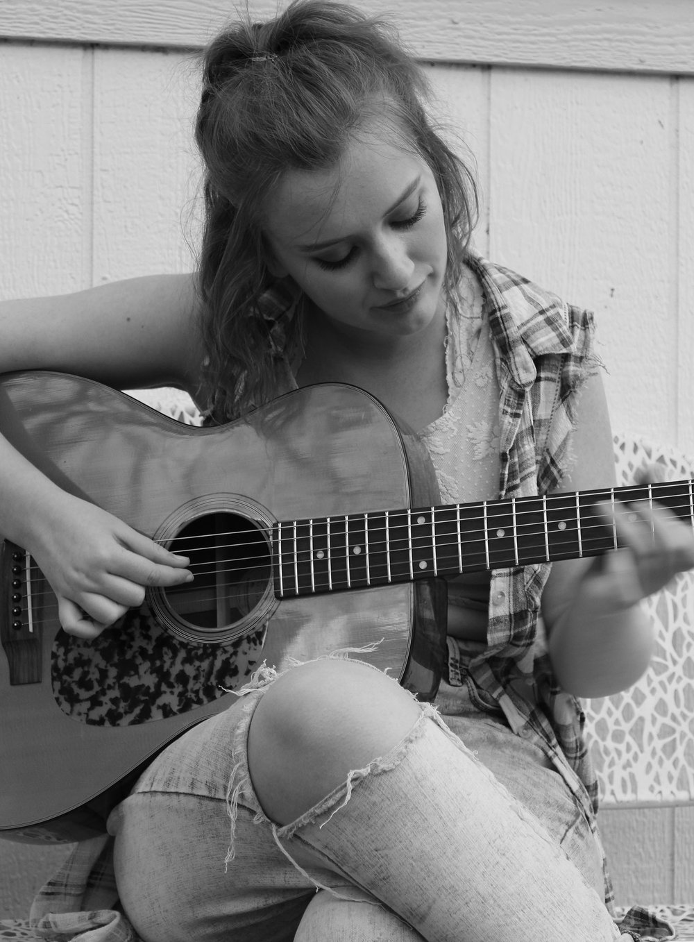 singer, songwriter: - Guitar, ukulele, piano, voice, words