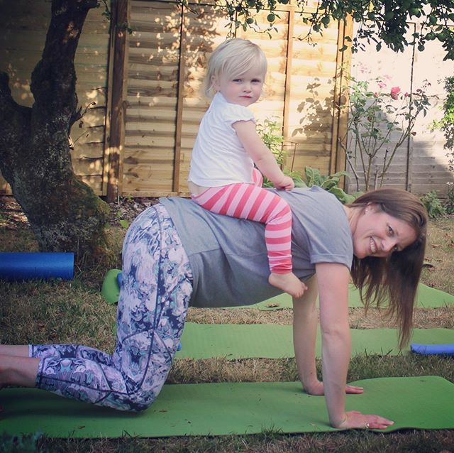 Busy New Mum? Want to find time to fit in some Pilates? Don't forget I offer Post-Natal classes that you can bring your baby along to on a Friday morning. See my website for further details 👆🏻