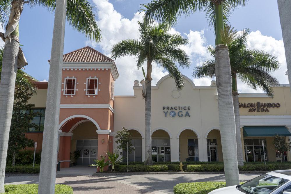 practice-yoga_30226593917_o.jpg