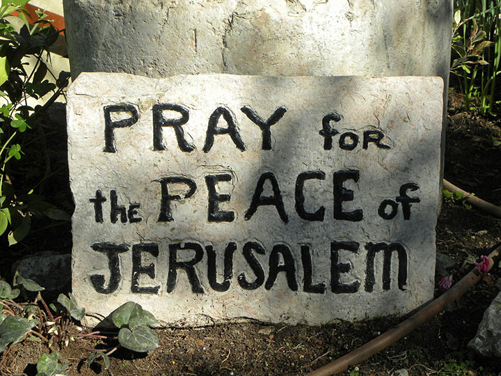 pixabay.com/en/pray-peace-israel-jerusalem-sign-556144/