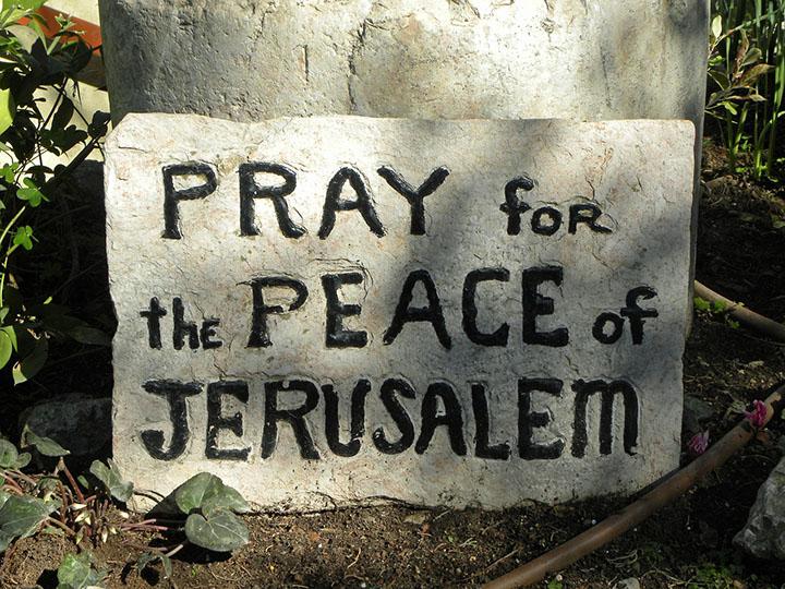 """Ora por la paz de Jerusalén"" pixabay.com/en/pray-peace-israel-jerusalem-sign-556144/"