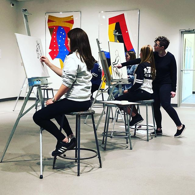 Look at my classroom!!!!! Doing some figure drawing with my Portfolio Development class @nassaumuseum // Come drop in and draw every Thursday night!! (Open to the public...message me for info)
