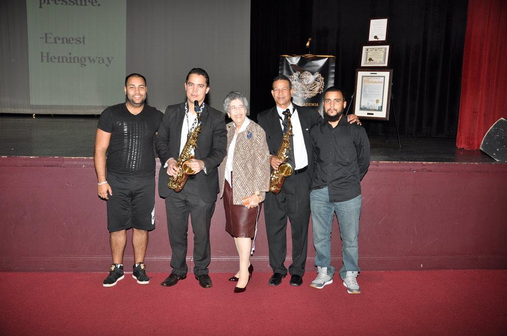 La ANLMI Presenta: Una Tarde Con Ernest M. Hemingway - La Presidente y Fundadora de la ANLMI Rosalia De La Soledad con Saxofonistas Heriberto Borroto y David Rodriguez.