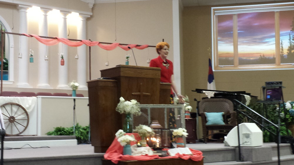 Dana speaking at the Ladies' Jubilee in Shelbyville, TN