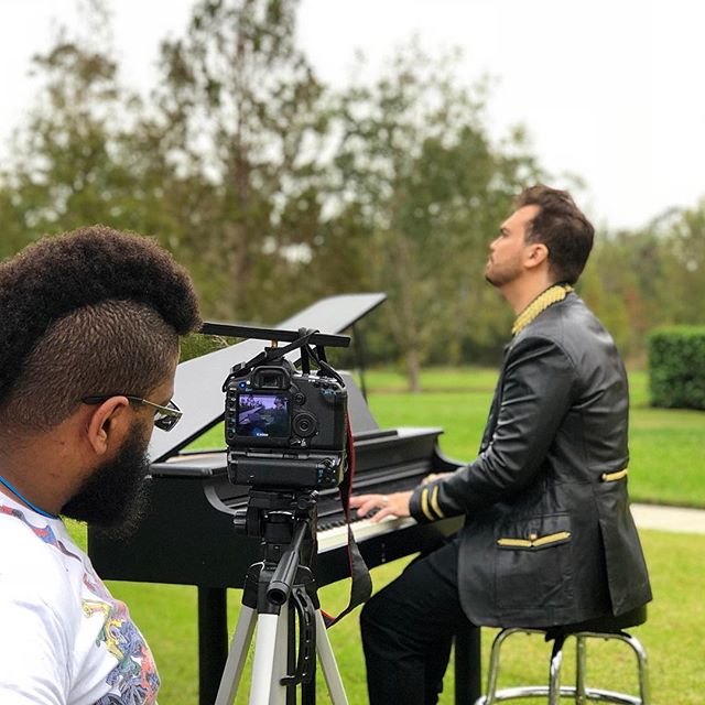 Making of the #MusicVideo 'Home' coming this FRIDAY. That's me on the piano with the director @daniellimaarts in Celebration, Florida. ⚜️♥️💥🎹🎥 #regalrock #leovon #losangelesrock #softrock #yachtrock