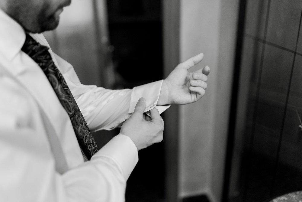 novio en preparativos boda valvanera logroño