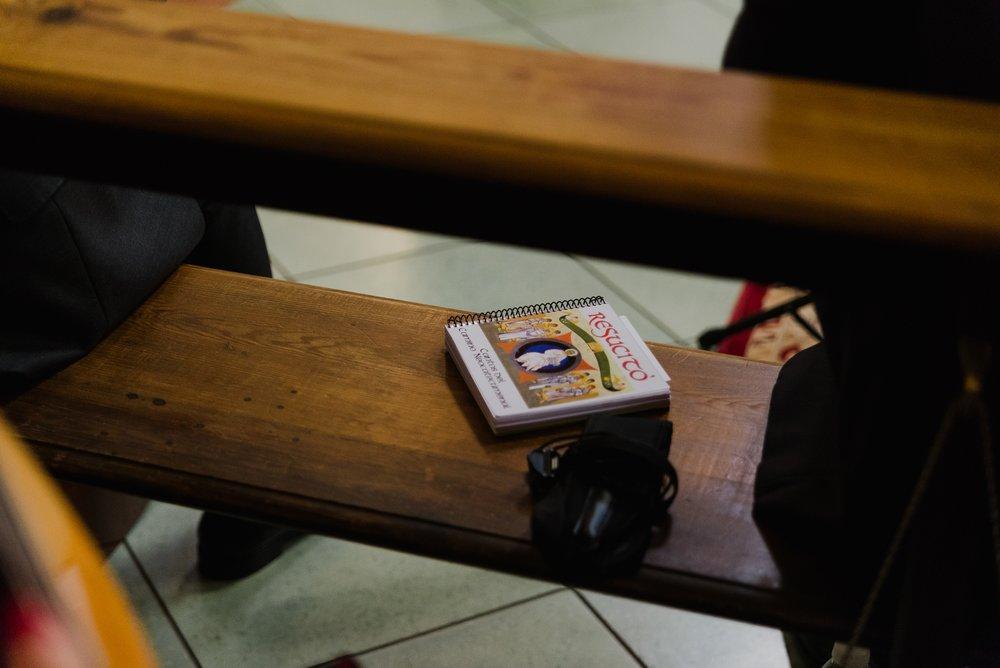 detalles en iglesia valvanera boda logroño trizyjuan