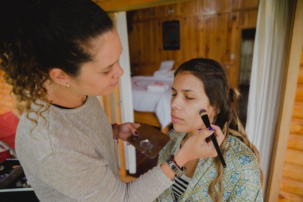novia siendo maquillada