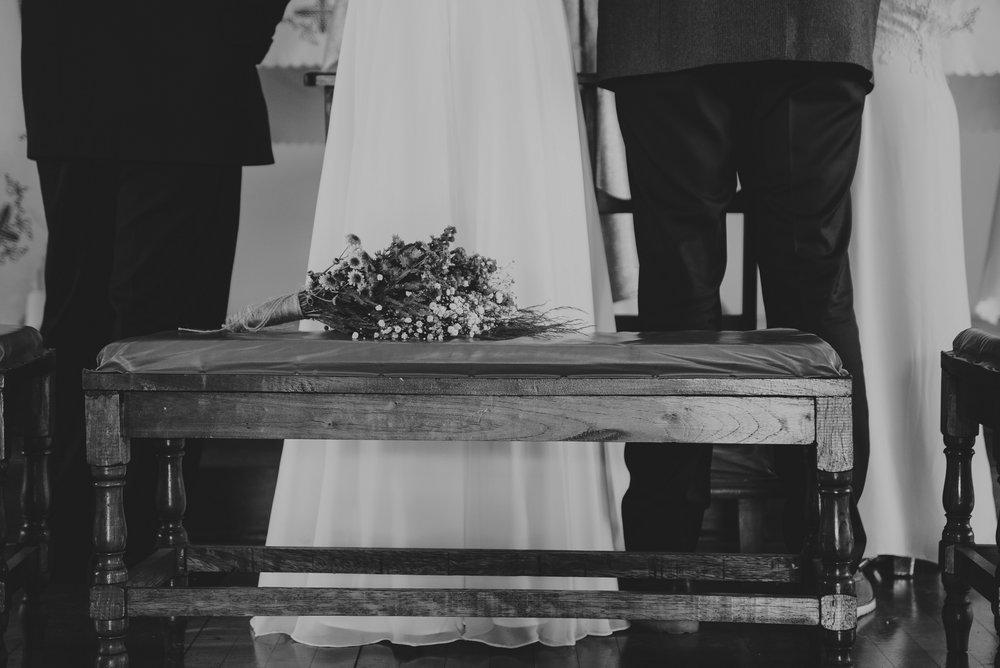 detalle de ramo de novia en el día de su boda