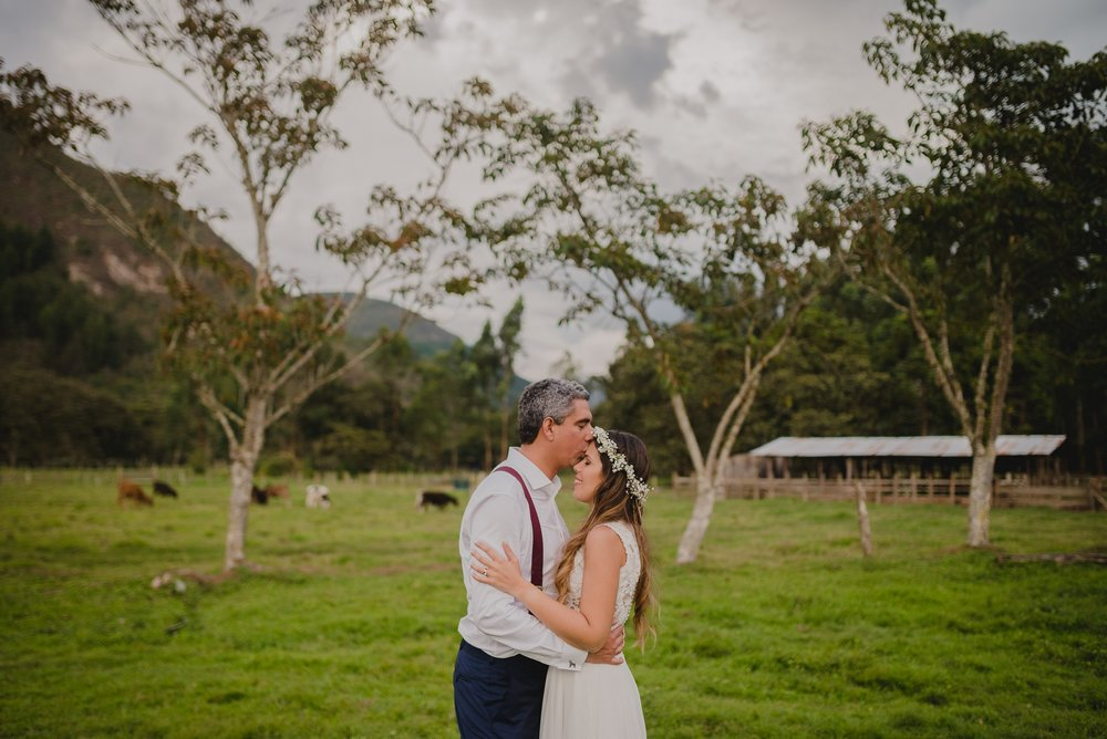beso de recién casados en postboda