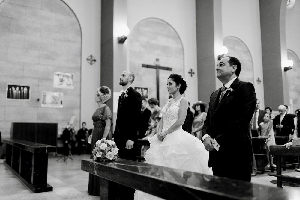 novios boda iglesia valvanera logroño fotógrafos