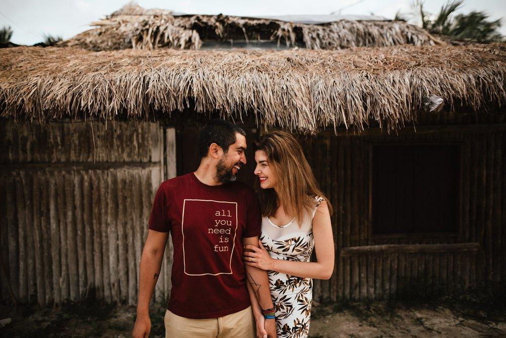 pareja mirándose en Holbox nomada workshop