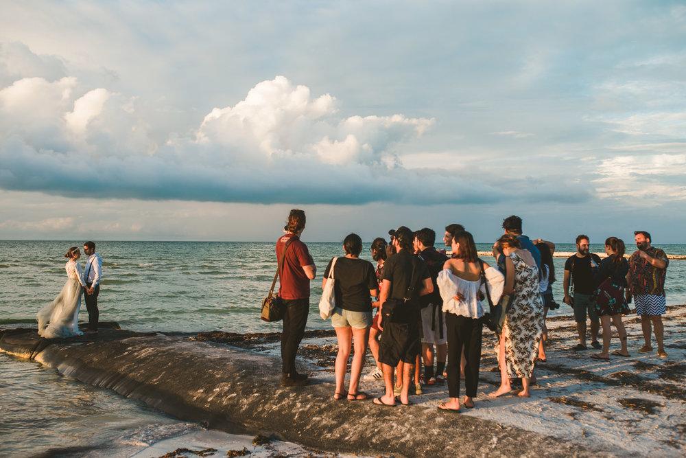 grupo de fotografos en un workshop en holbox