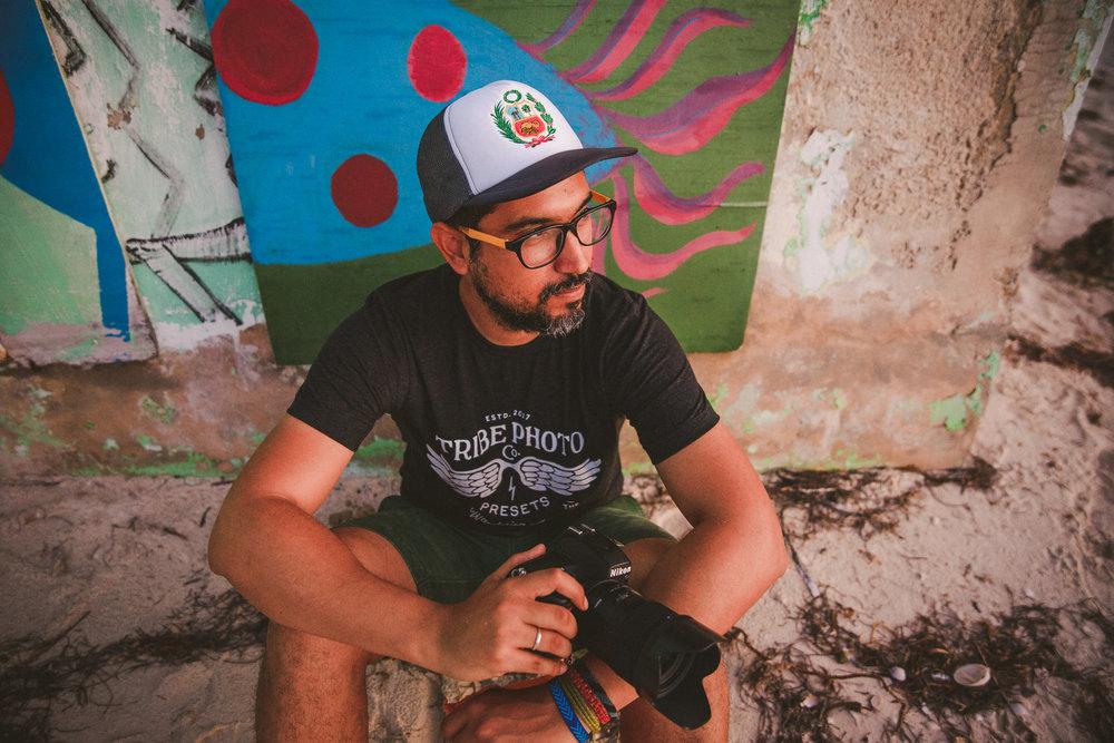 fotografo con mirada interesante en holbox